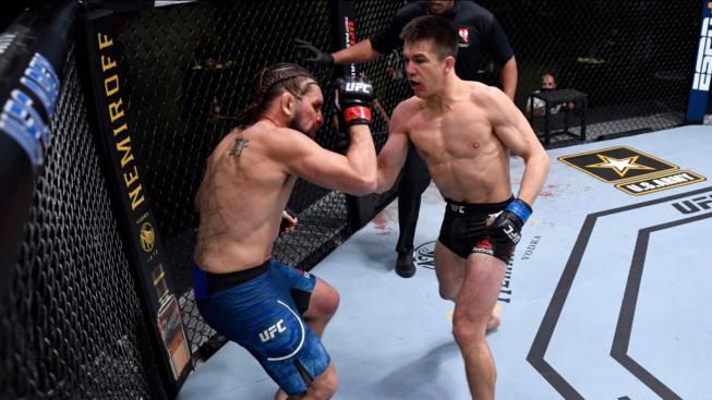 Alexander Hernandez vypnul Chrise Gruetzemachera po minutě a tři čtvrtě a vytvořil tak nejrychlejší KO večera