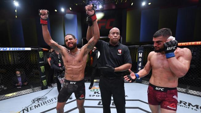 Souboj v UFC ukončilo brutální zranění. Brahimaj ve své premiéře málem přišel o ucho