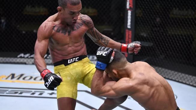 Bonus za zápas večera získali brazilský mistr světa v BJJ a německý knockoutér, kteří divákům ukázali MMA v pořádném tempu