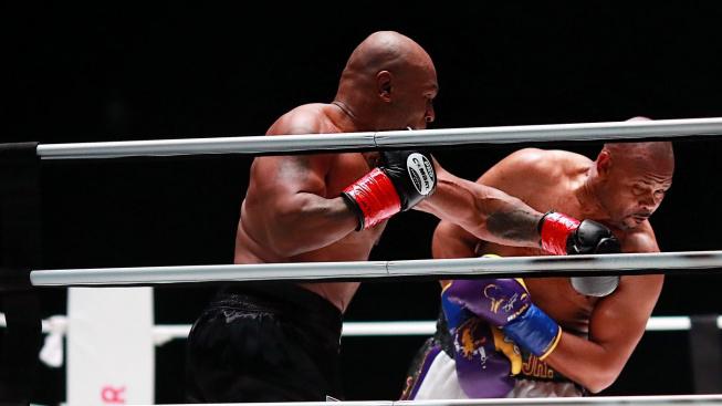 Mike Tyson se po 15 letech znovu vrátil do ringu! S Royem Jonesem předvedli skvělý zápas a v ringu si nic nedarovali