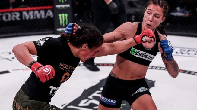 """""""Je těžké být šampionkou,"""" svěřila se poražená Ilima-Lei Macfarlane, která předala žezlo Julianě Velasquez"""