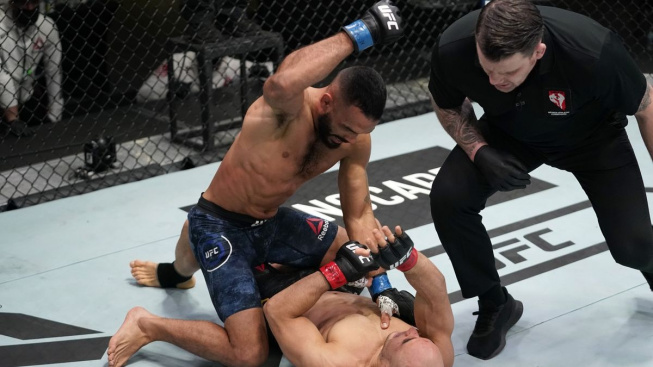 Tvrdý pád. Moraes loni bojoval o titul, teď dostal druhé KO v řadě