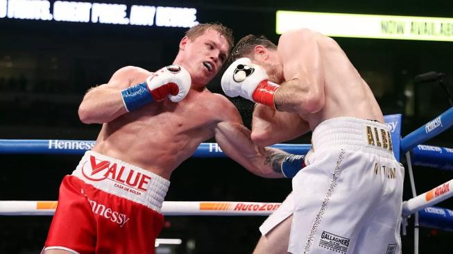 David porazil Goliáše. Canelo Alvarez potvrdil, že je nejlepším boxerem na světě a vysokému Smithovi totálně dominoval