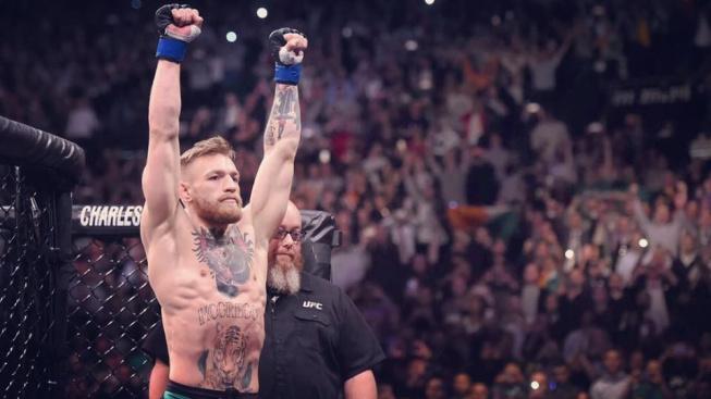 McGregor představil vlastní MMA rukavice, Gaethje se mu vysmál a oheň je na střeše