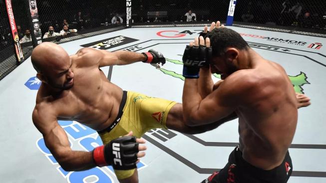 Brazilec Warlley Alves svými kopy doslova posekal svého soupeře a za tvrdé KO získal 50 tisíc dolarů