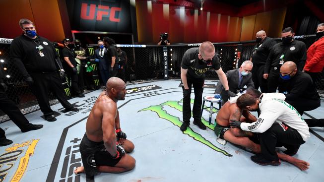 Usman je stále šampionem welterové váhy UFC! Obrátil zápas a Burnse nemilosrdně ukončil ve třetím kole