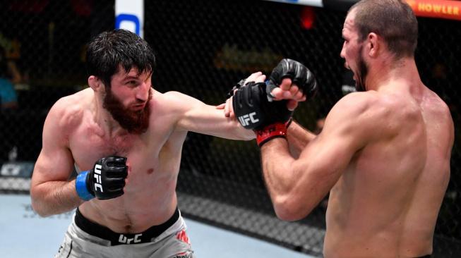 Dagestánský talent Ankalaev získal už šesté vítězství v řadě a posunul se do nejlepší desítky polotěžké váhy UFC