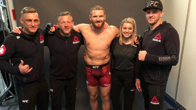 Blachowicz na horském kole a Sterling s vrtačkou. I takto tráví bojovníci čas před velkým turnajem UFC 259