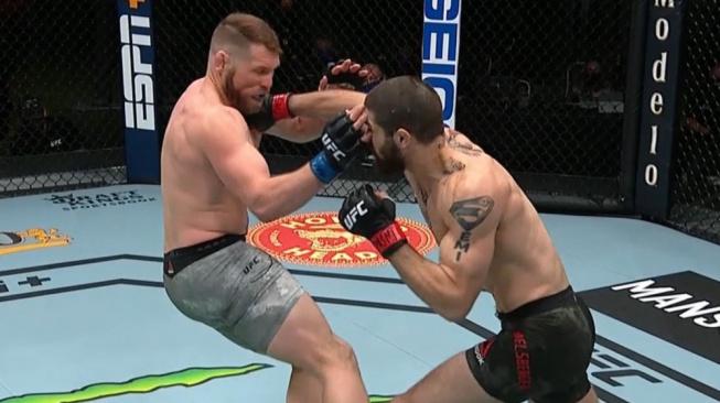 UFC odstartovalo velmi rychlé KO, stačila jedna rána a po 16 vteřinách byl konec