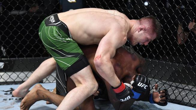 """""""Italský hřebec"""" proti Hollandovi exceloval na zemi a vytvořil nový rekord střední váhy UFC"""