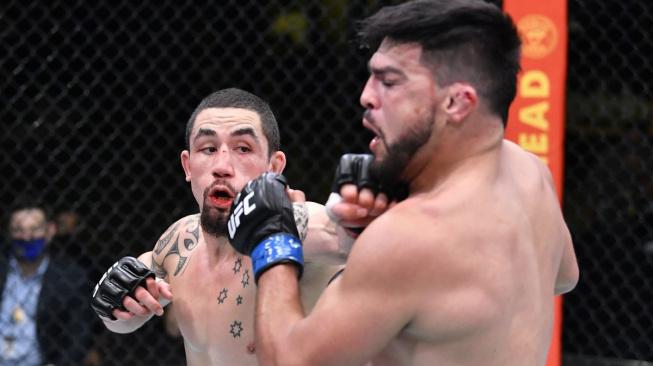 Whittaker ukázal krásu MMA, nedal Gastelumovi šanci a v zápase večera s přehledem vyhrál