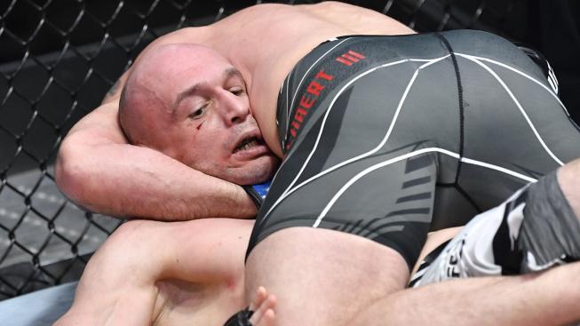 """Meerschaert uškrtil polského """"řezníka"""" do bezvědomí už v prvním kole a zachránil si tak vlastní krk v UFC"""