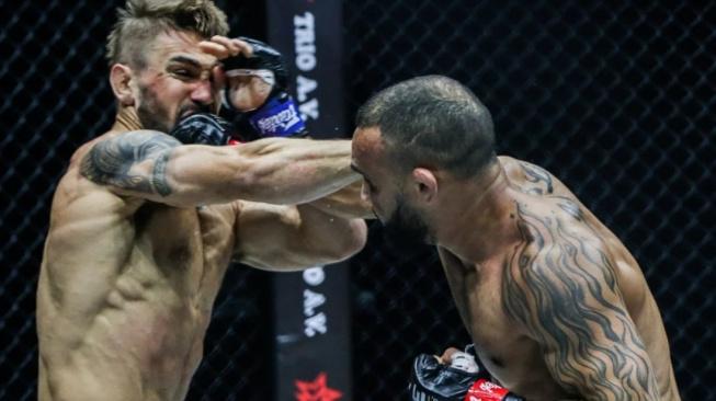 Video: Lineker si do klece nepřišel hrát, svého soupeře zdemoloval tvrdým KO v prvním kole