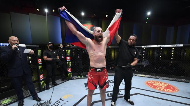 Jiří Procházka uhranul svět. Slavní bojovníci z UFC reagují na jeho výkon