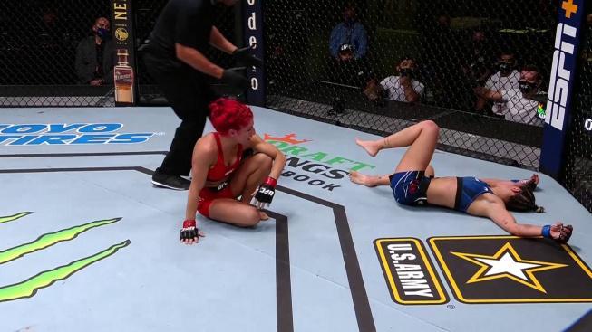 Kontroverzní diskvalifikace z víkendového UFC. Brazilka simulovala vypnutí po kopu ze země