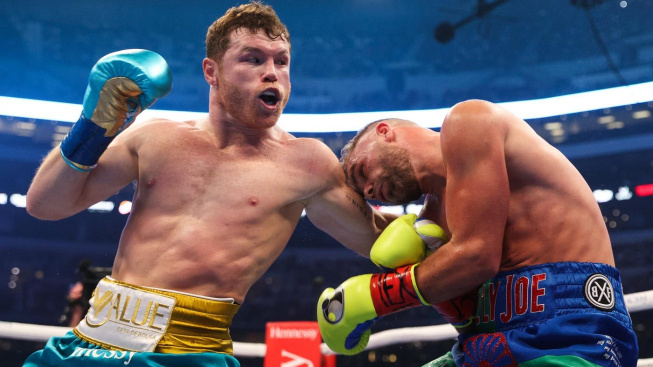 Canelo Alvarez ukázal, proč je nejlepším boxerem současnosti a svému soupeři zlámal kosti v obličeji