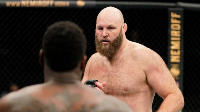 Dva nejtěžší muži UFC se za týden postaví proti sobě