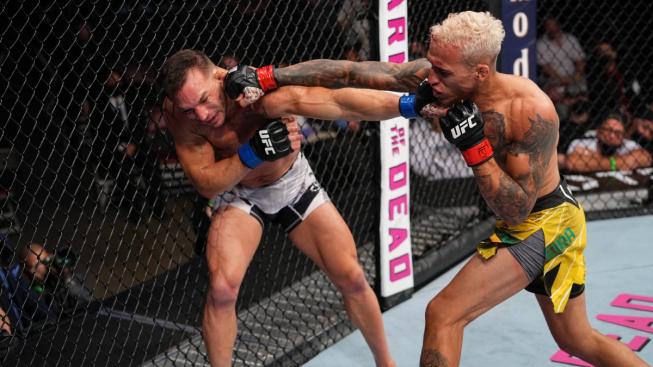 McGregor, Poirier a další bojovníci reagují na nového šampiona lehké váhy Oliveiru