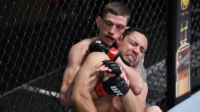 Další česká senzace v UFC, Dvořák uškrtil Kolumbijce jednou rukou a vylepšil svou neuvěřitelnou vítěznou sérii