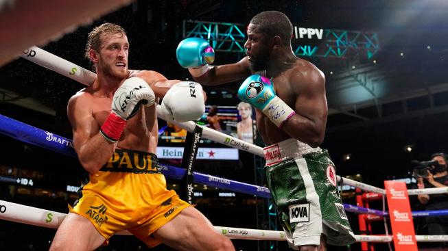 Bizarní zápas mezi Loganem Paulem a Floydem Mayweatherem neměl poražených, vyhráli totiž oba dva
