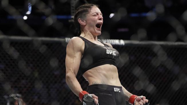 Nebezpečná práce hasičky pomohla bojovnici potlačit závislost, teď se v UFC pobije o titulovou šanci