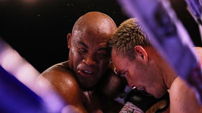 Legendární Silva se po obřím boxerském úspěchu rozmýšlí, zda pokračovat v zápasení