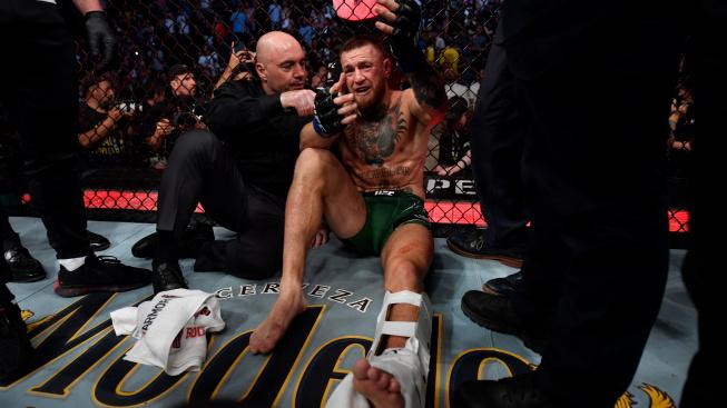 """McGregor prozradil, že si holeň zranil už před zápasem a raduje se ze své nové """"nezlomitelné nohy"""""""