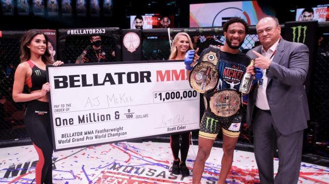 Nový král Bellatoru touží po soubojích se šampiony jiných organizací, jako sázku nabízí milion dolarů