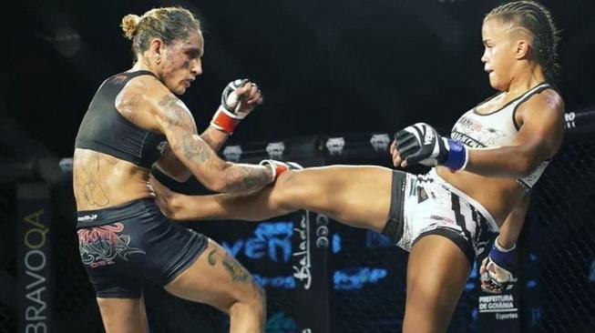 S tréninkem MMA začala ve 13 letech, aby ubránila svoji matku od domácího násilí. Teď je z Brazilky obávaná bojovnice