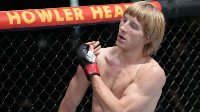"""Ustál ránu jak z děla a pak knockoutoval svého soupeře. Britský """"Drsňáček"""" si nemohl přát lepší debut v UFC"""