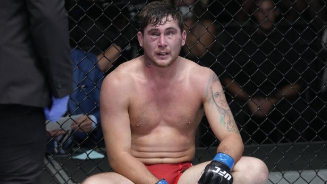 Till prý nastoupil do zápasu s nepříjemným zraněním. Pomoc po prohře mu nabídl šampion Oliveira i Chimaev