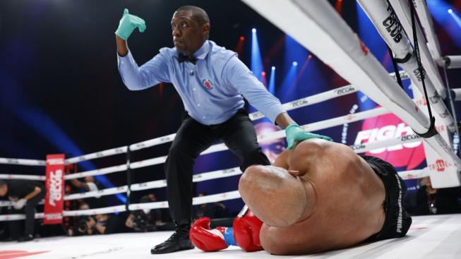 """""""Spider"""" pokračuje v čistce mezi čtyřmi provazy. Bývalého kolegu ukončil brutálním KO za 81 vteřin"""