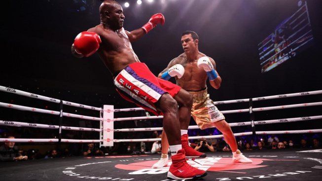 Definitivní konec boxerské legendy? Holyfield proti Belfortovi naprosto vyhořel a padl už v prvním kole