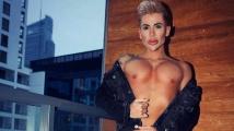 Polský Ken má také prsní implantáty, v boji mu asi příliš nepomohou.