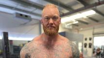 Björnsson před boxerským zápasem vyrýsoval.