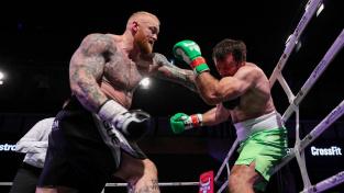 Obr ze Hry o trůny válel v ringu. Soupeře ukončil po dvou počítáních na TKO