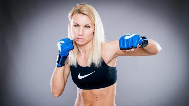 Mohla být pilotkou, dala ale přednost MMA. Petra Částková bude už dnes bojovat na turnaji Bellatoru v Londýně