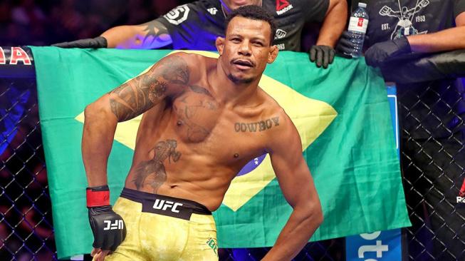 """Souboj otců v UFC, dohromady mají 17 dětí! """"Nech si udělat vasektomii,"""" radí Brazilec svému soupeři"""