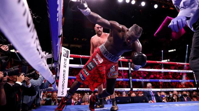 Epická bitva dvou těžkých vah! Fury v dramatickém zápase knockoutoval Wildera v jedenáctém kole
