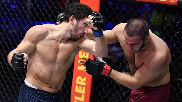 Procházkovi roste konkurence, Armén odolal bulharskému wrestlerovi a rozpoutal bouři, která skončila totálním KO