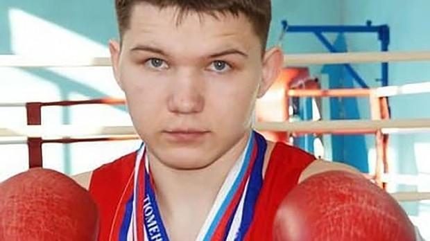 Ruský boxer ubodal agresivního medvěda, který mu zabil kamaráda. Sám ale skončil v umělém spánku