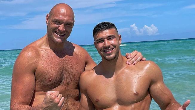 Bratr Tysona Furyho si zaboxuje s youtuberem, od rodiny dostal nůž na krk
