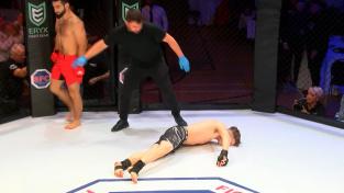 MMA bojovník porušil nepsaný zákon a byl za to okamžitě potrestán senzačním KO